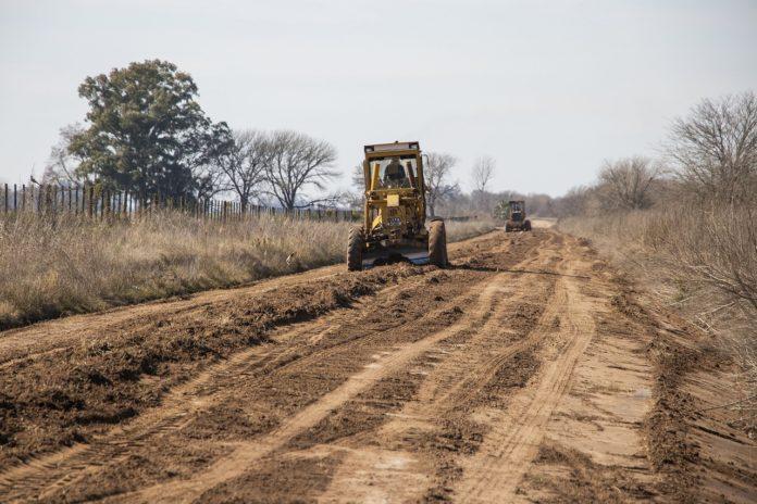 continuan las tareas en los caminos rurales